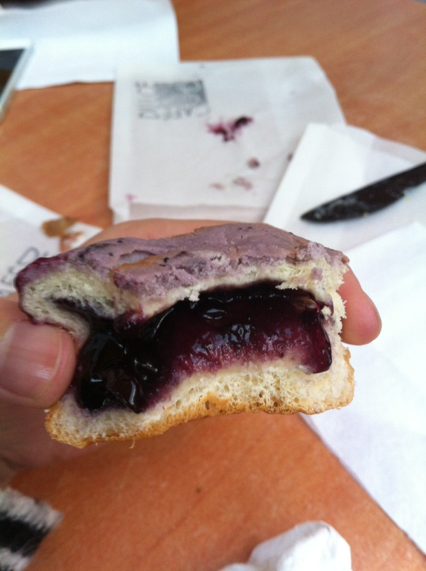 Blueberry roti bun.
